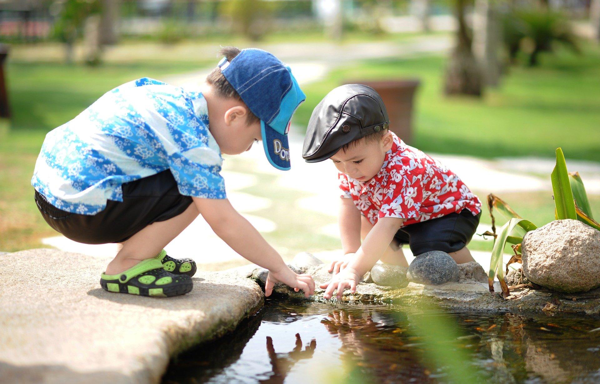 Kinderen helpen elkaar